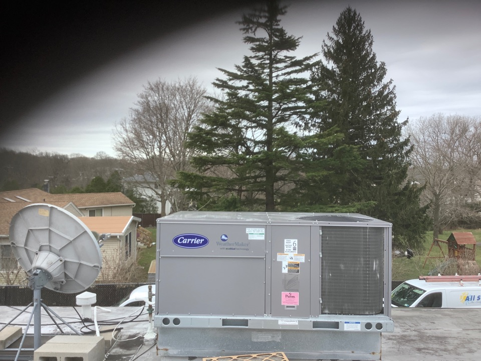 Farmingville, NY - Performed maintenance on one Carrier commercial rooftop unit in Farmingville
