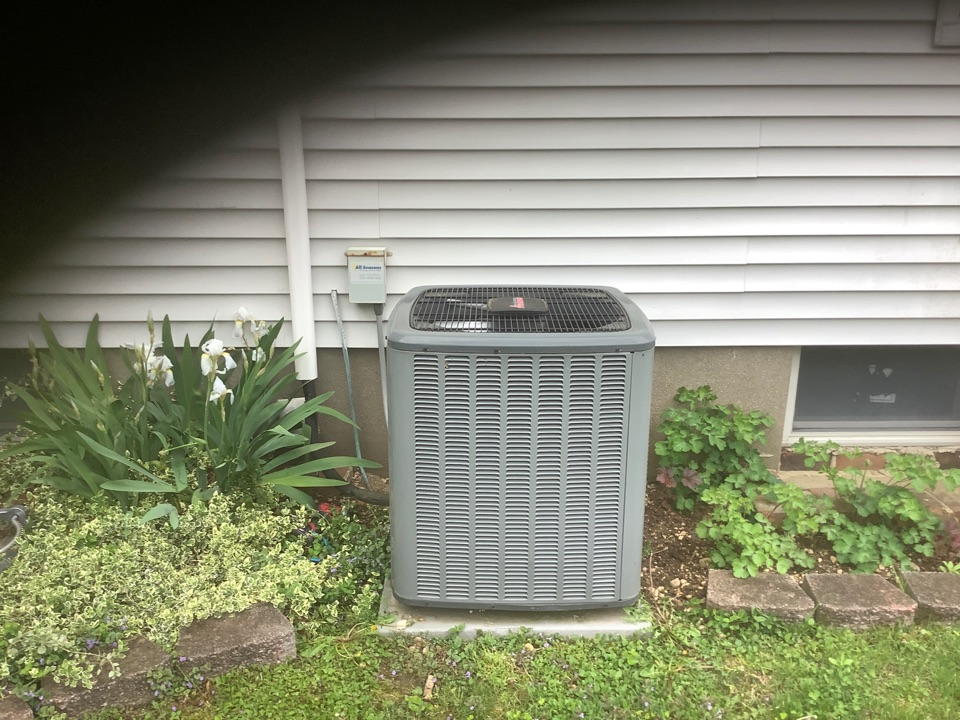 Farmingdale, NY - Performed maintenance on one Amana split system and one Mitsubishi ductless system in Farmigdale