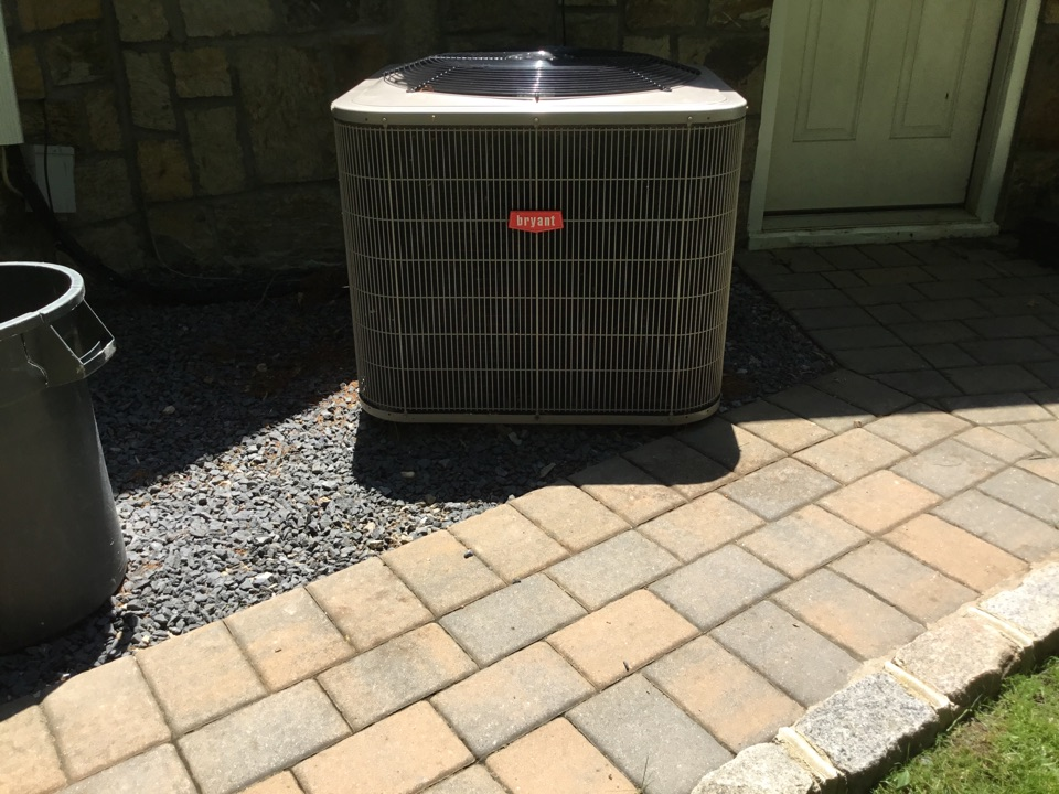 Dix Hills, NY - Performed a maintenance on a Bryant split system and the town of Dix Hills