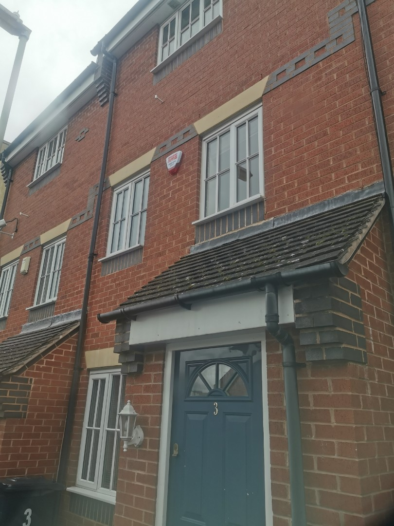 Stourbridge, West Midlands - Installing a new hkc 10270 alarm system with shock sensors and Wi-Fi