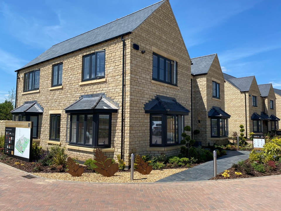 Quick visit to Cala Homes at Fernleigh Park near Long Marston to demonstrate the Sonos we installed into the show homes.