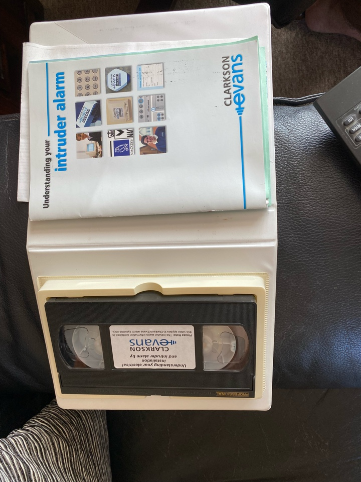 Stratford-upon-Avon, Warwickshire - I have just disconnected an old Clarke and Evans Accenta alarm after it was going off for no apparent reason. You know it's old when the kit comes with a VHS video demo. Also discussed an upgrade to the HKC hybrid alarm.