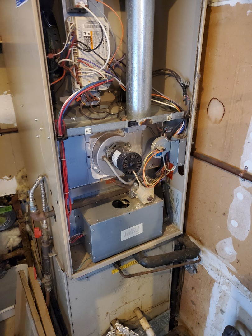 Snohomish, WA - Servicing a Lennox furnace for a great customer in the echo falls area of Snohomish