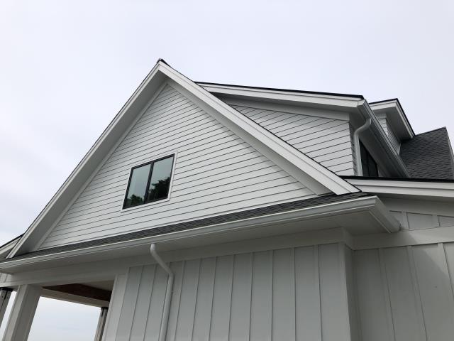 Stratford, CT - Almost wrapped up in Stratford, CT! The crew installed a beautiful James Hardie siding in Artic White. This beautiful shorefront home is coming along nicely.