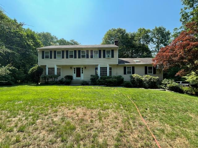 Westport, CT - These homeowners in Westport gave us a call for a free estimate on an exterior remodel of their home. They are looking to update their current siding to James Hardie fiber cement and their windows to Marvin!