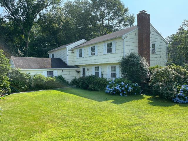 Guilford, CT - Stopped by this Guilford home to give an estimate on a full head-to-toe exterior remodel. The homeowner is requesting James Hardie fiber cement siding, updated Marvin windows, and a new Certainteed roof! Looking forward to giving this home a curb appeal upgrade.