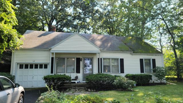 Stamford, CT - 30 years ago, Burr installed this roof with a 25 year warranty. The homeowner was so happy that the roof held up this long that he knew just who to call for the second time around. This year we will be replacing the roof with Certainteed LandmarkPro asphalt shingles that have a 50 year warranty!