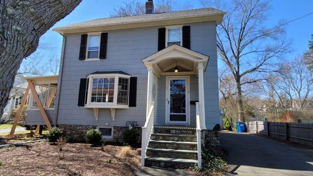 Fairfield, CT - Getting ready to start a James Hardie fiber cement siding project here in Fairfield. These homeowners called us to install a low maintenance exterior that would provide a great aesthetic as well durability. We can't wait to get started!