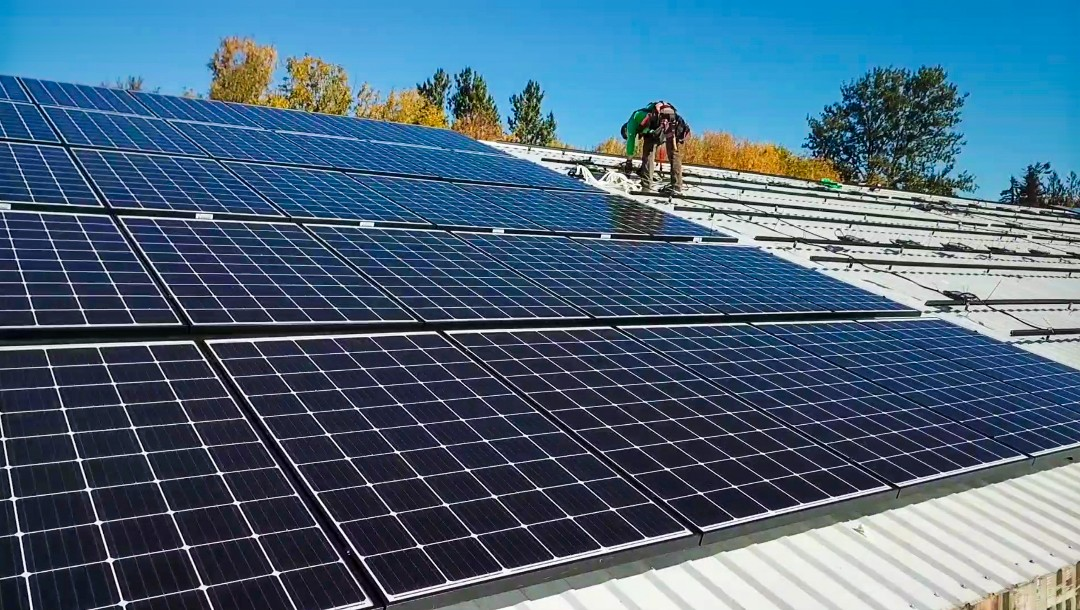 Damascus, OR - Large Residential Solar System in Happy Valley, Oregon. These high efficiency panels will give these property owners 100% offset of their electricity bill. That means, they will produce all of their electricity from their solar panels and not use any from the grid!