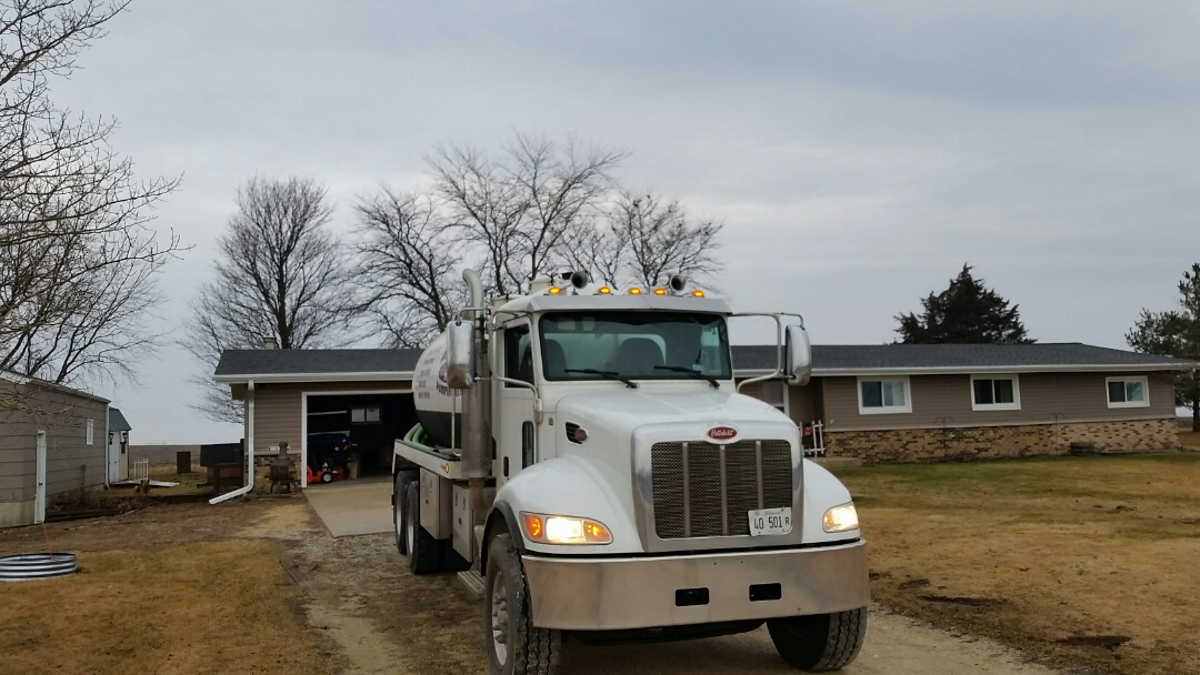 Kirkland, IL - Pump and clean septic tank