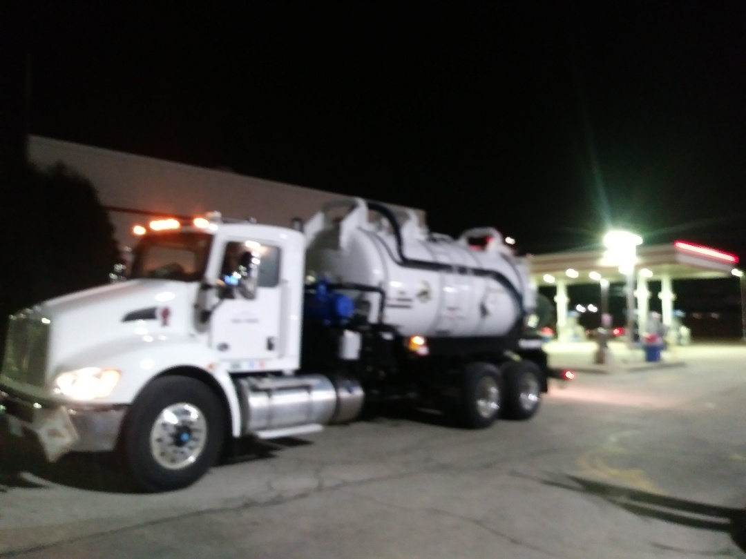 Chicago Ridge, IL - Pump and clean outside grease trap