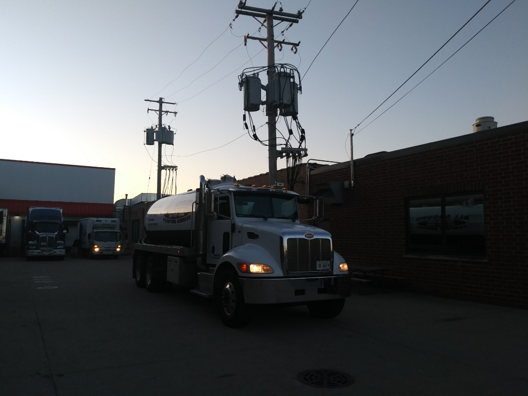Melrose Park, IL - Pump and clean outside grease trap