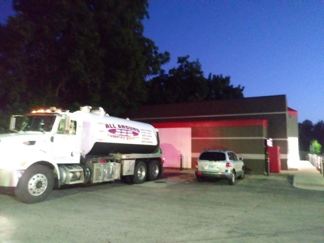 North Aurora, IL - Pump and clean outside grease trap