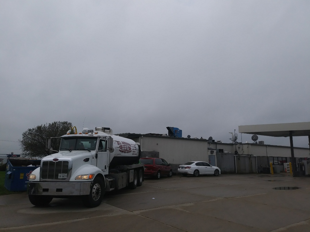 Mendota, IL - Pump and clean outside grease trap