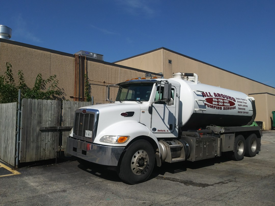 Elgin, IL - Pump and clean outside grease traps