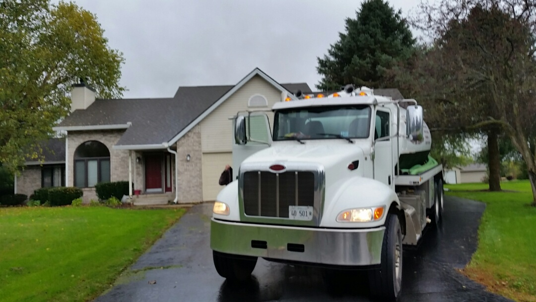 Roscoe, IL - Pump and clean septic tank