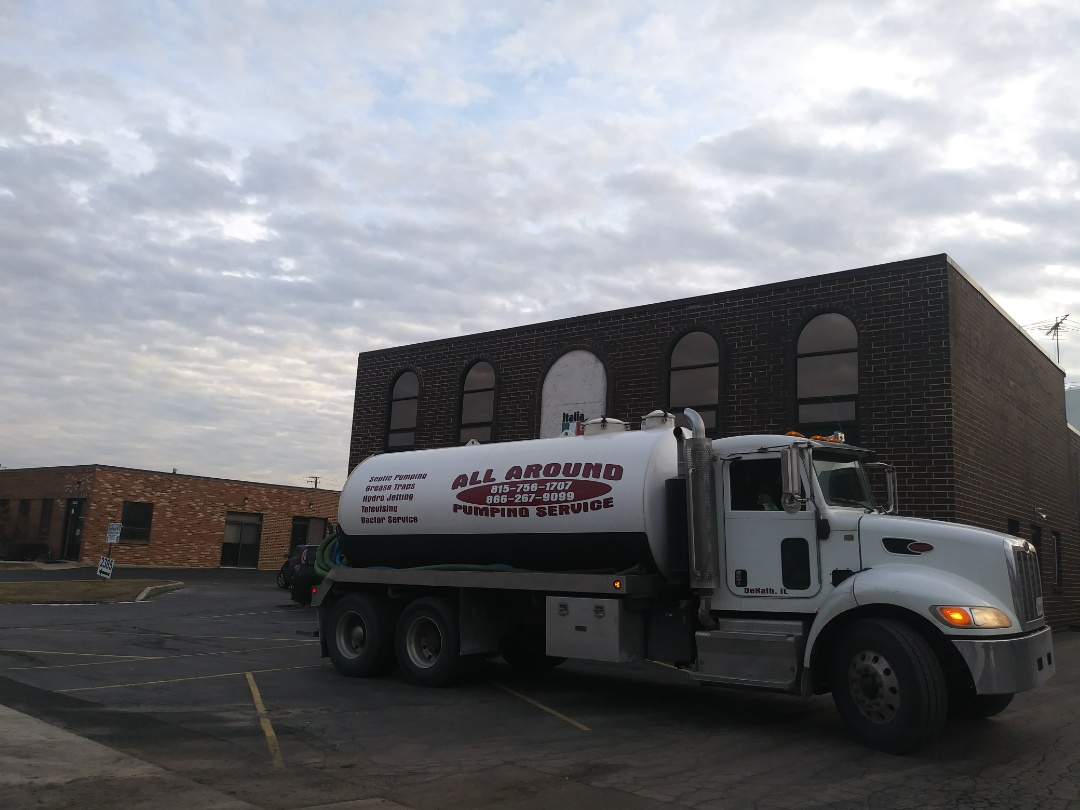 Schaumburg, IL - Pump and clean outside grease trap