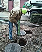 Aurora, IL - Pumping and cleaning grease trap for highend restaurant.