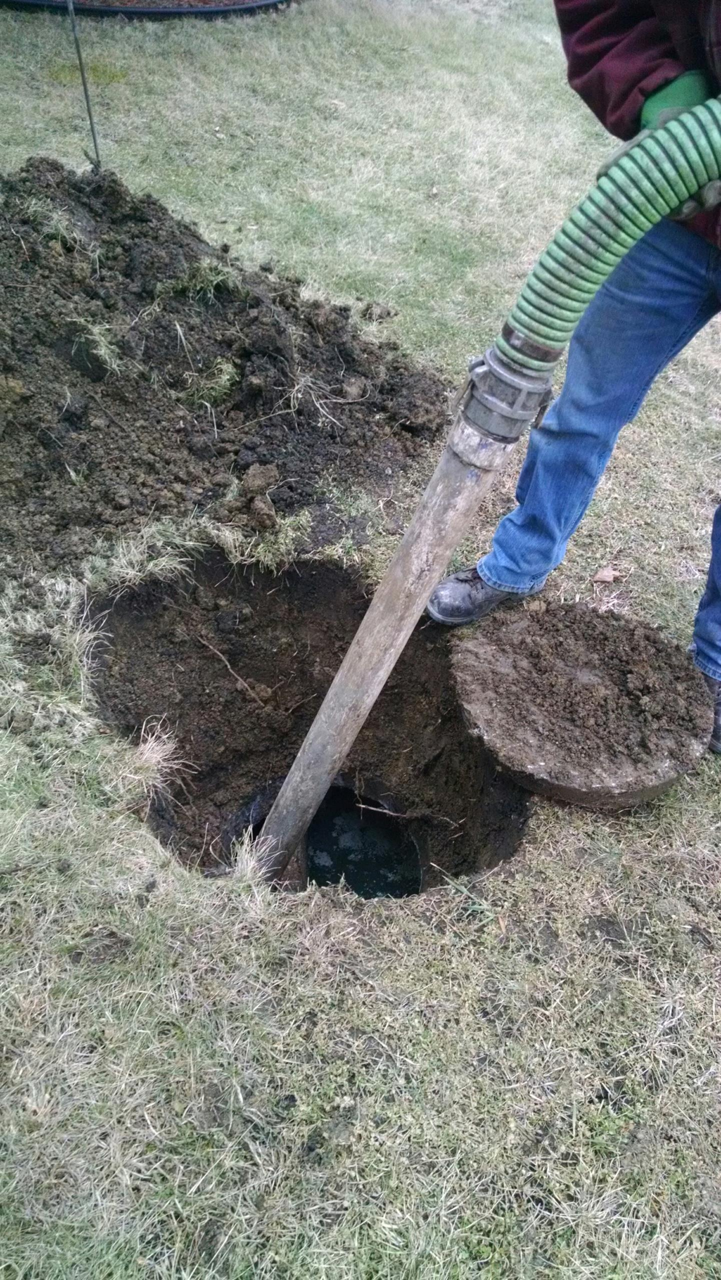 Batavia, IL - Pumping and cleaning septic tank