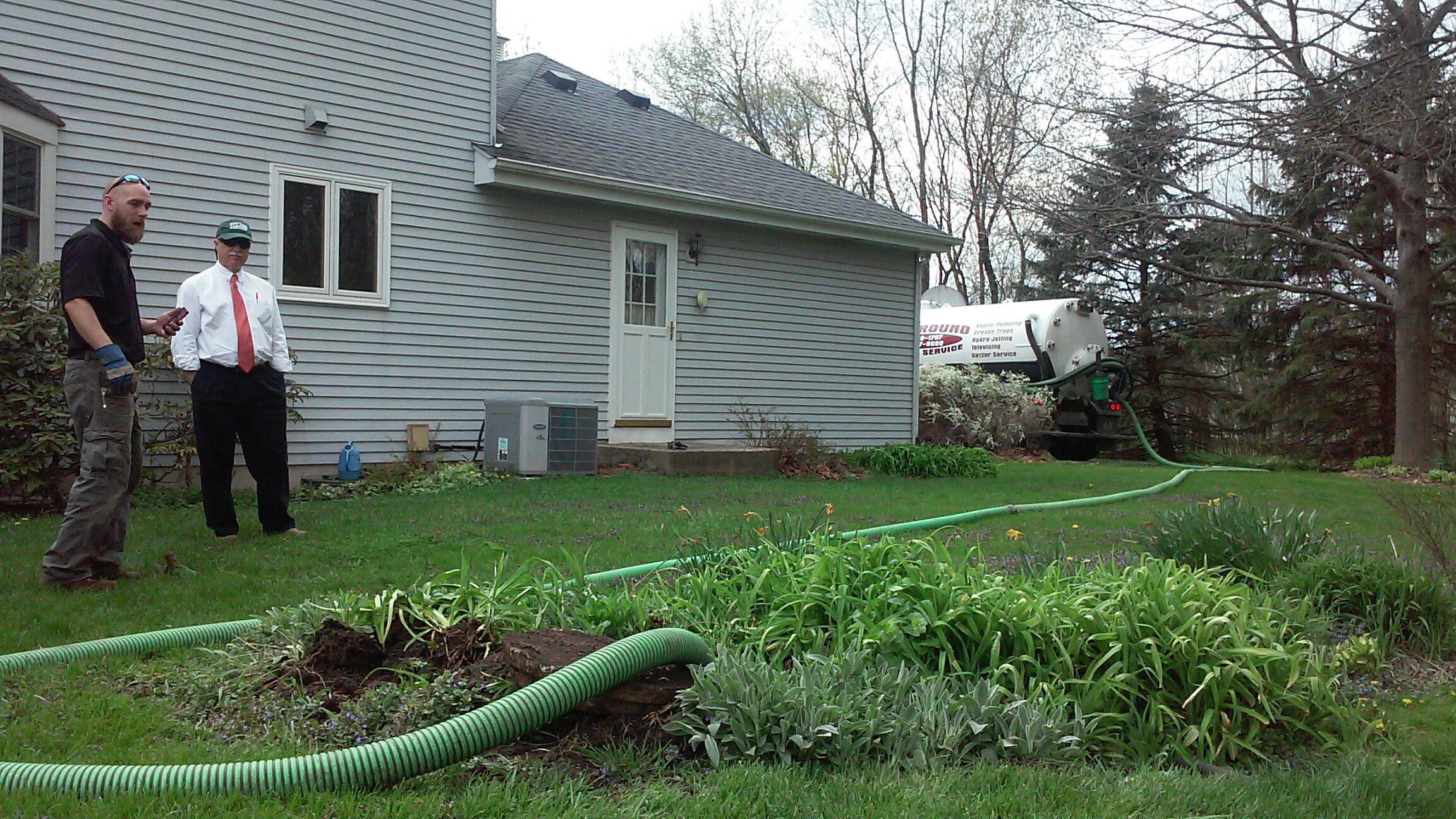 Saint Charles, IL - Pumping and cleaning septic tank. Visual inspection for customer