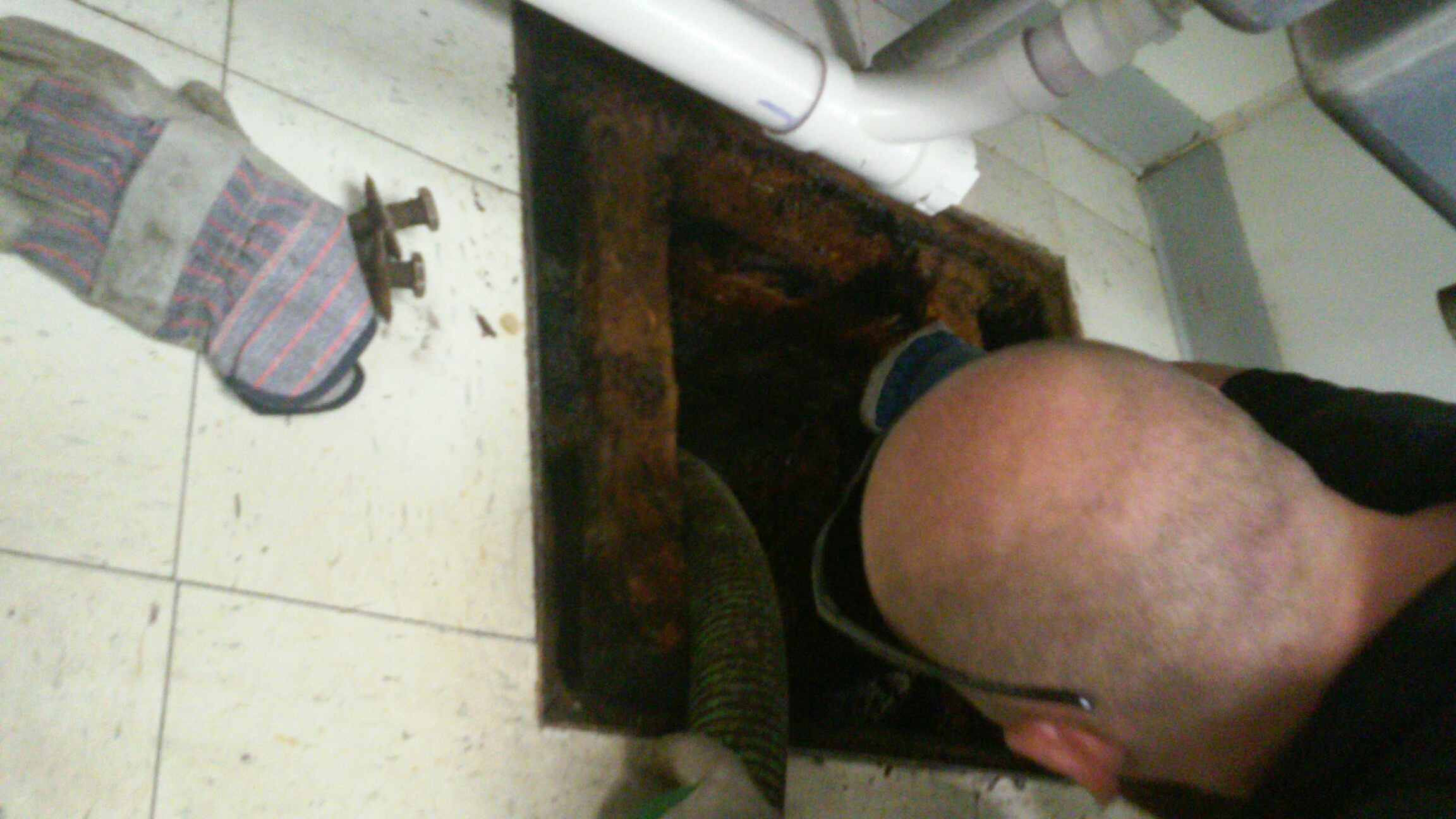 Geneva, IL - Pumping and cleaning grease trap