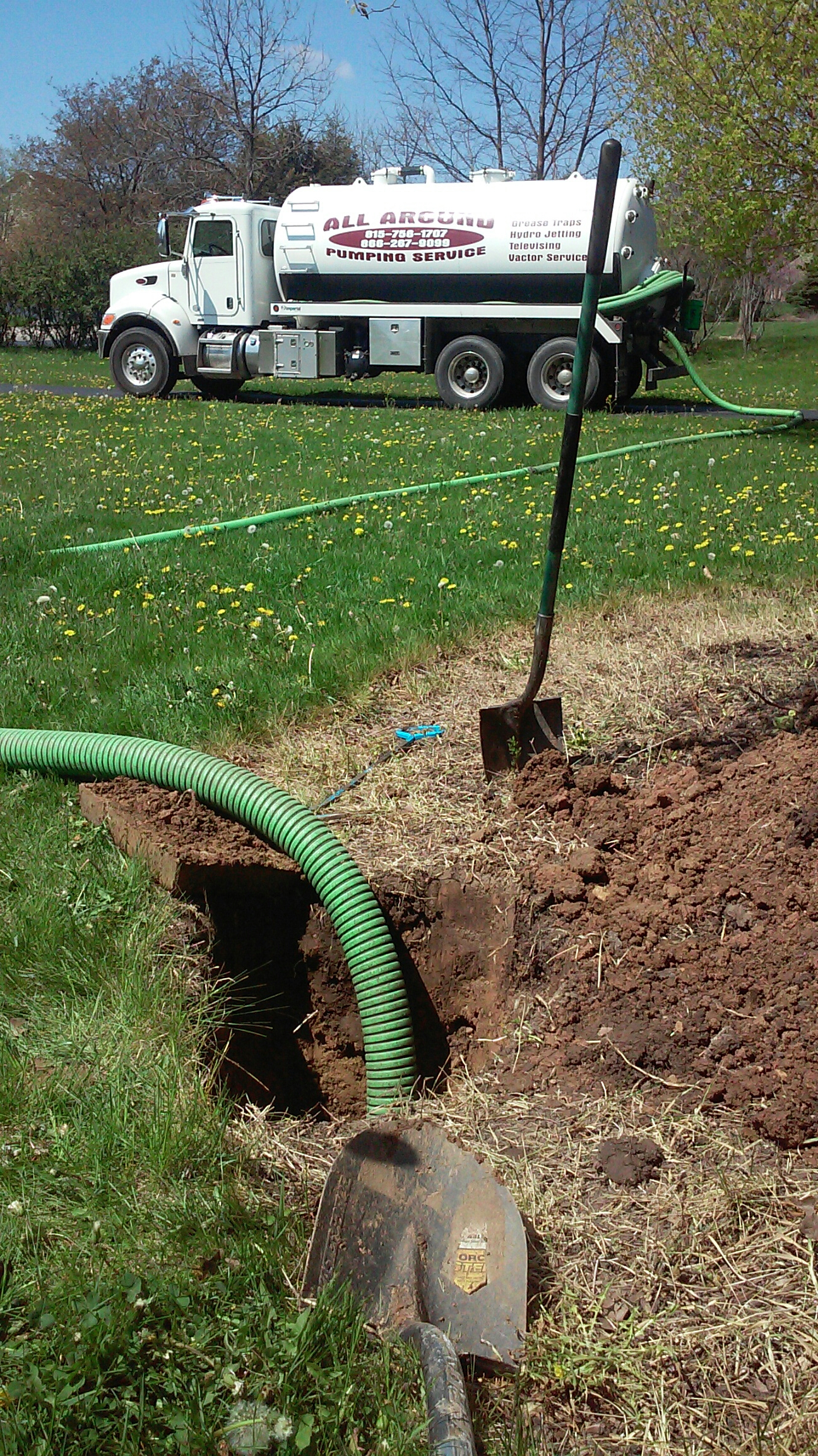 Saint Charles, IL - Pumping and cleaning septic tank