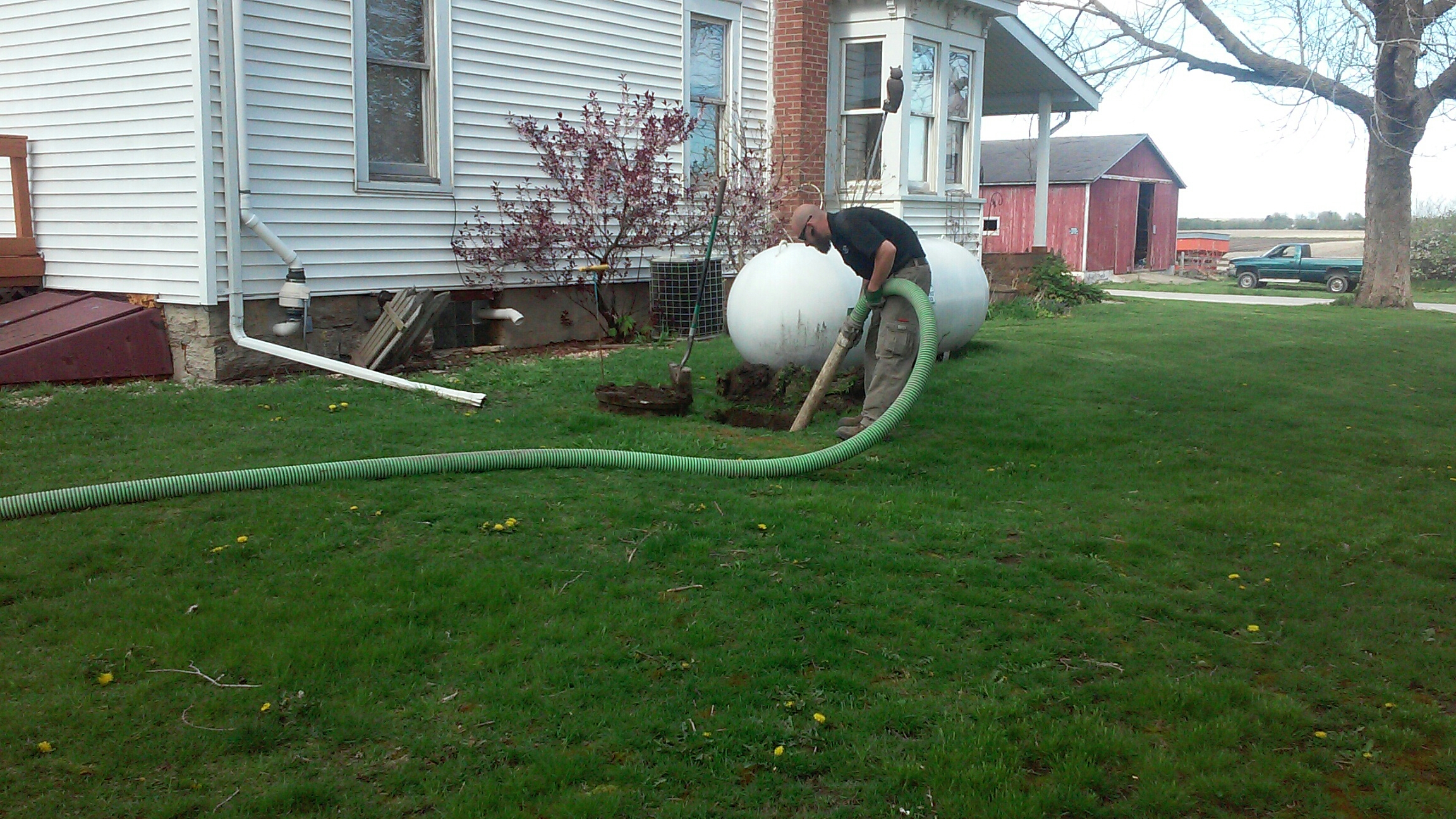 Hinckley, IL - Pumping and cleaning septic tank