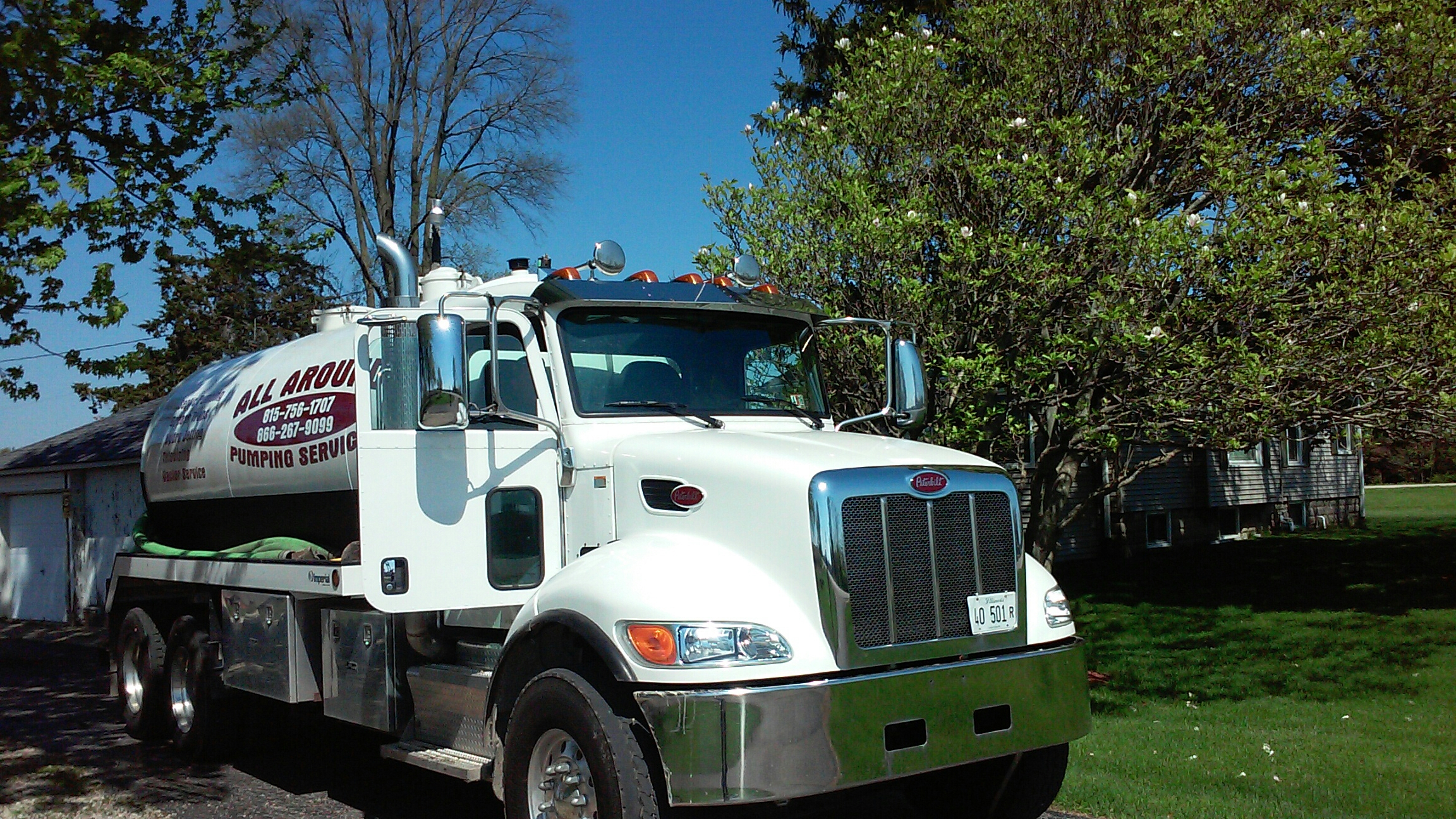 Earlville, IL - Clean septic tank