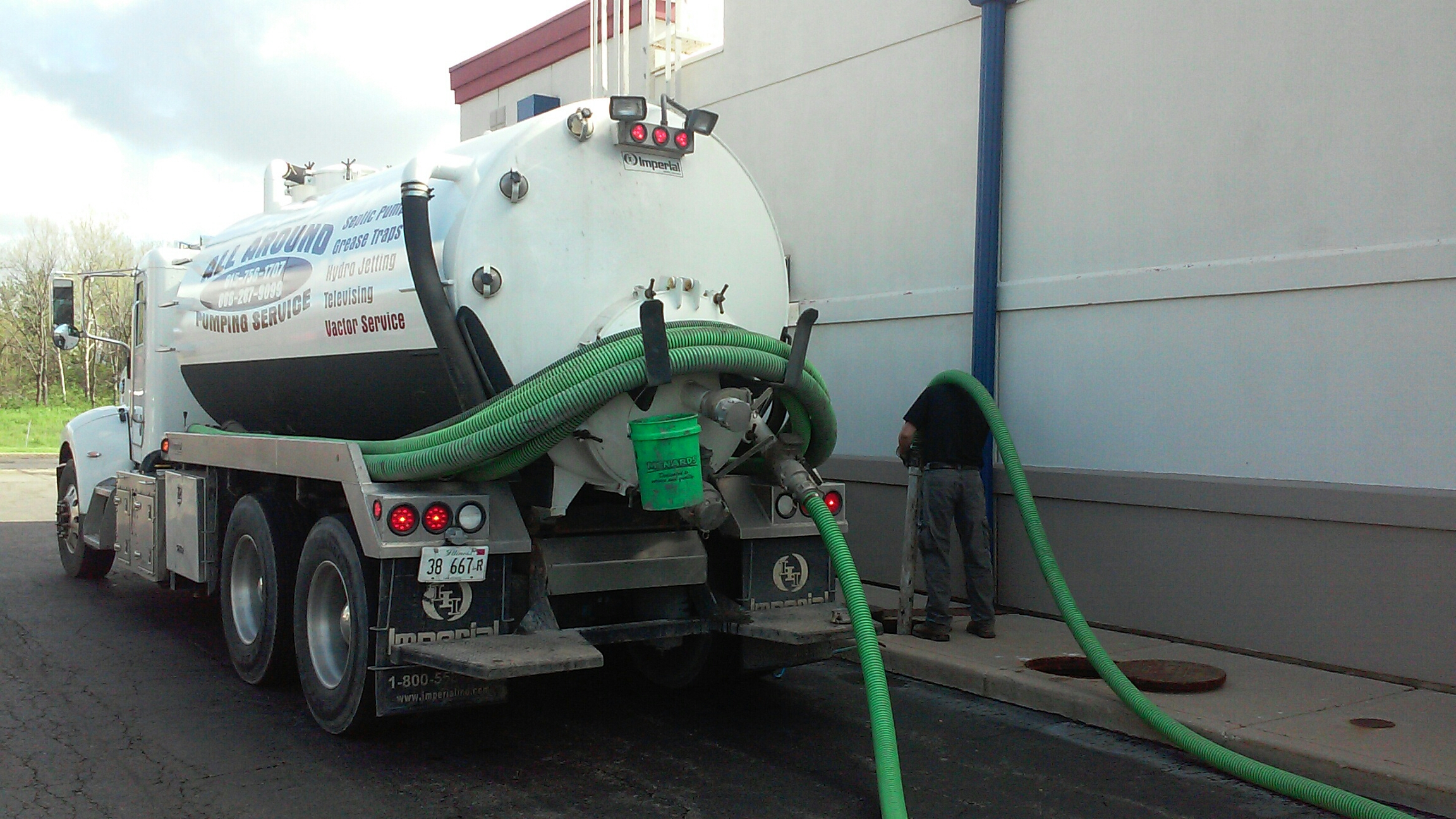 Peru, IL - Cleaning grease trap