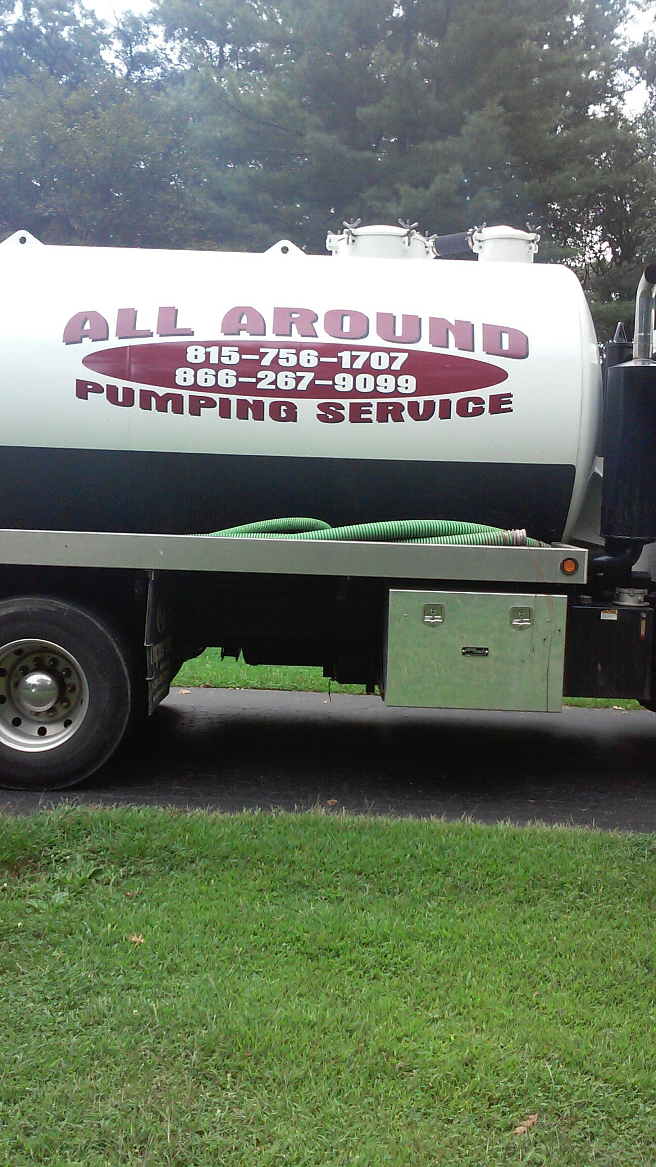 Hampshire, IL - Pumping septic tank