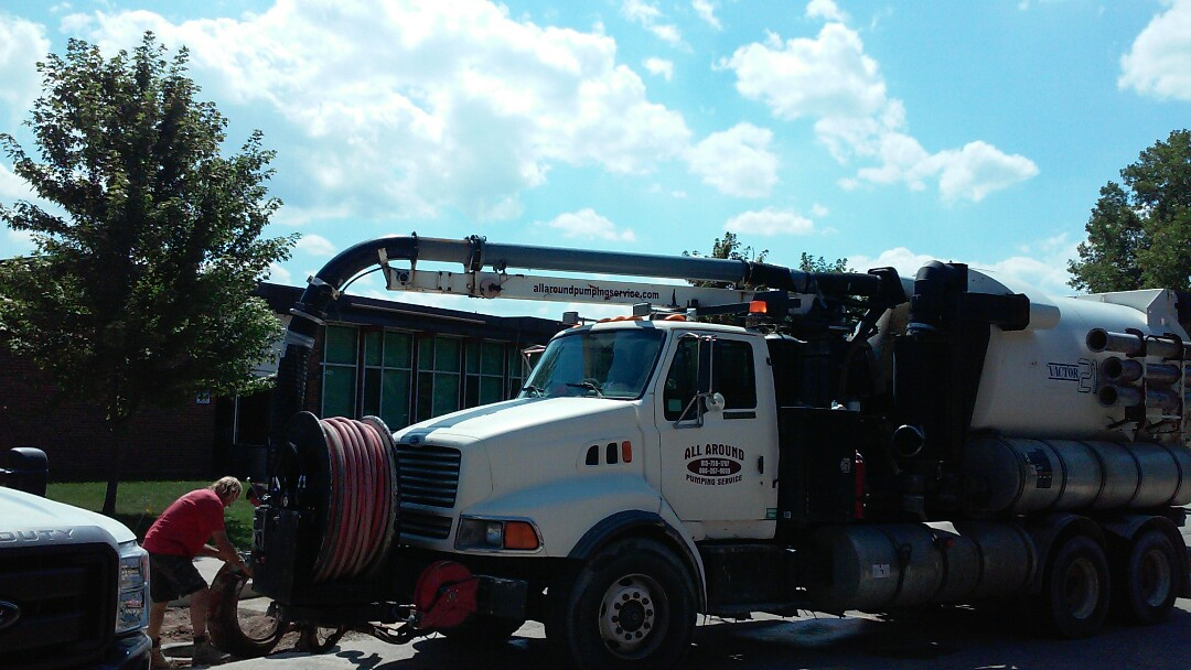 Deerfield, IL - Use vactor to clean manhole