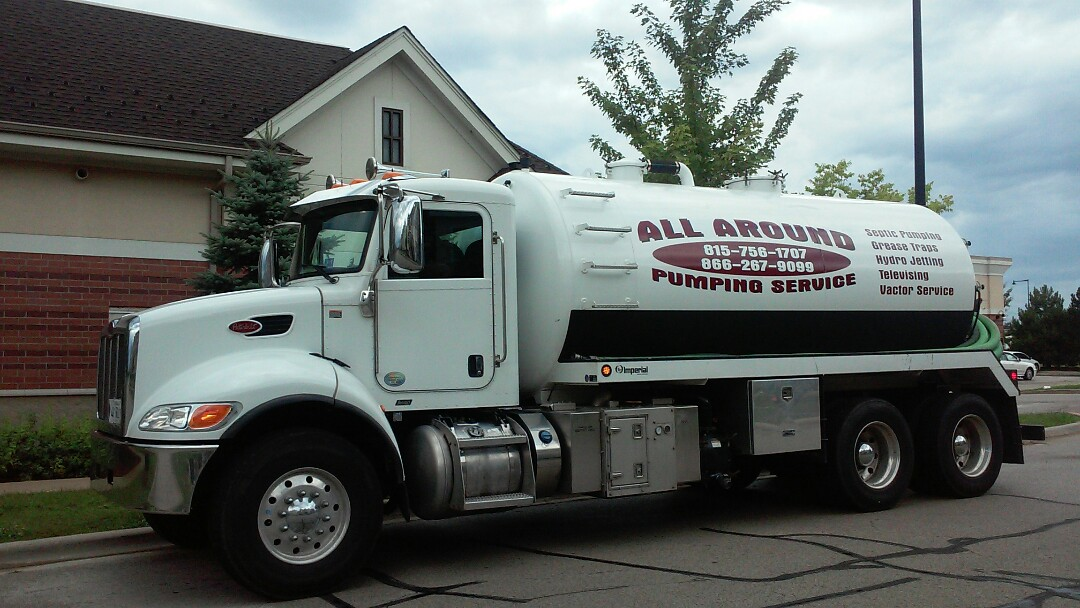 Hanover Park, IL - Pumping and cleaning grease trap