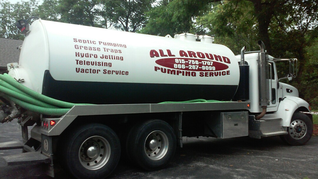 DeKalb, IL - Pumping and cleaning septic tank