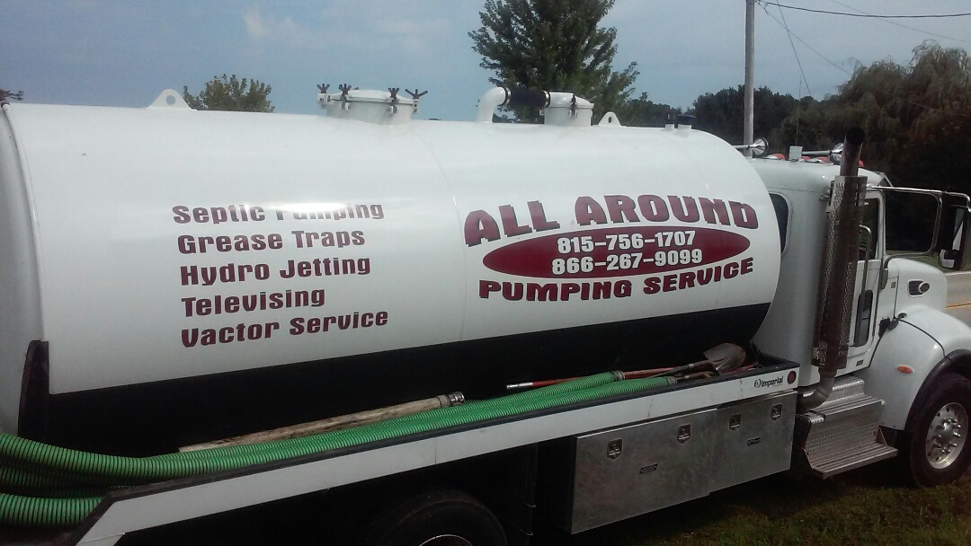 Elburn, IL - Pumping and cleaning septic tank