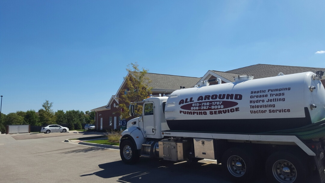 Aurora, IL - Pumping and cleaning grease trap