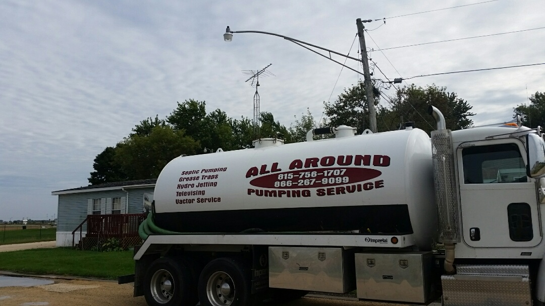 Kingston, IL - Pump and clean community septic tank