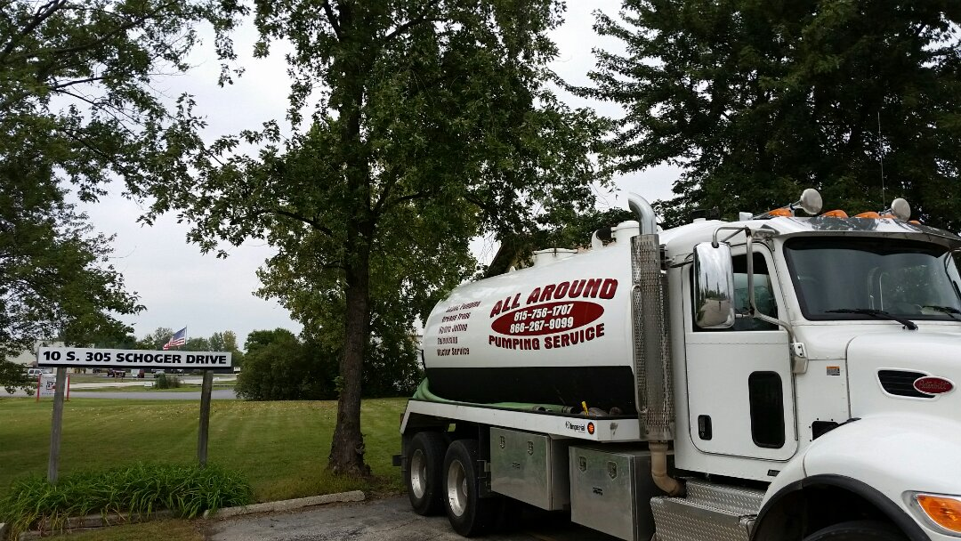 Monroe Center, IL - Pump and clean community septic tank