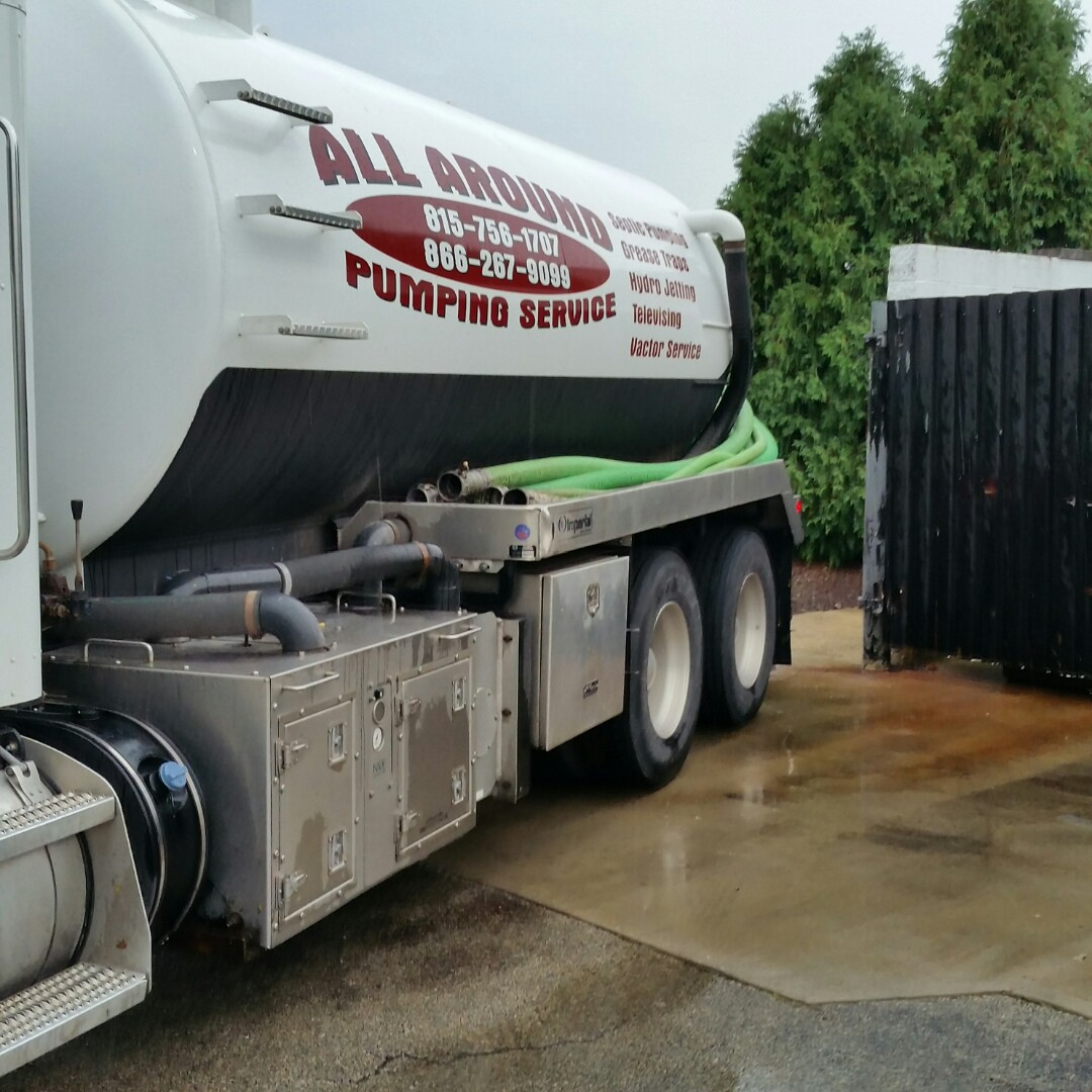 Aurora, IL - Pumping inside grease trap