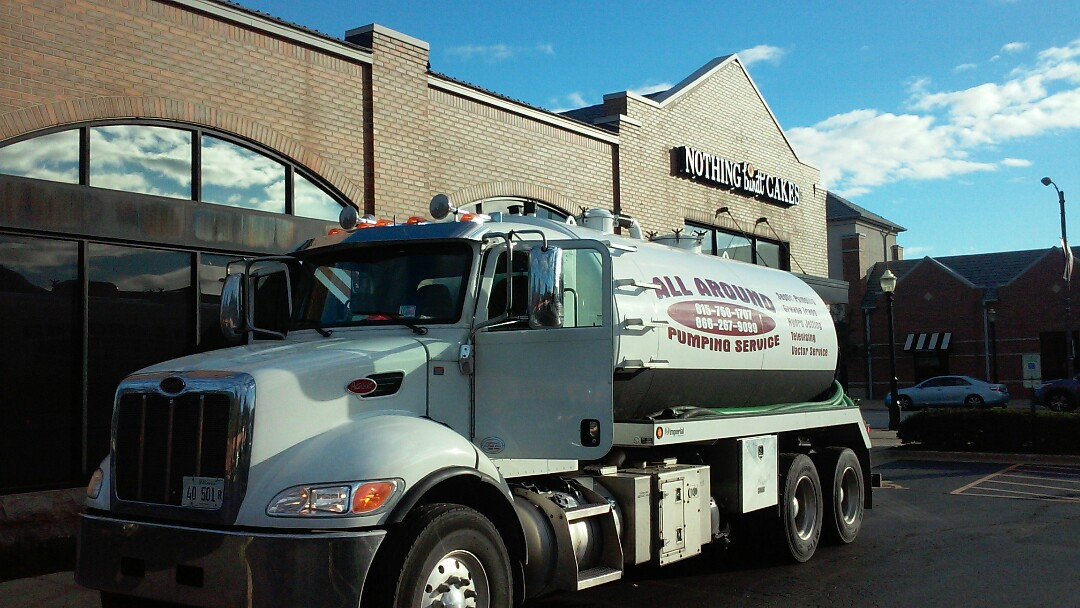 La Grange, IL - Pumping and cleaning grease trap. Opening drain