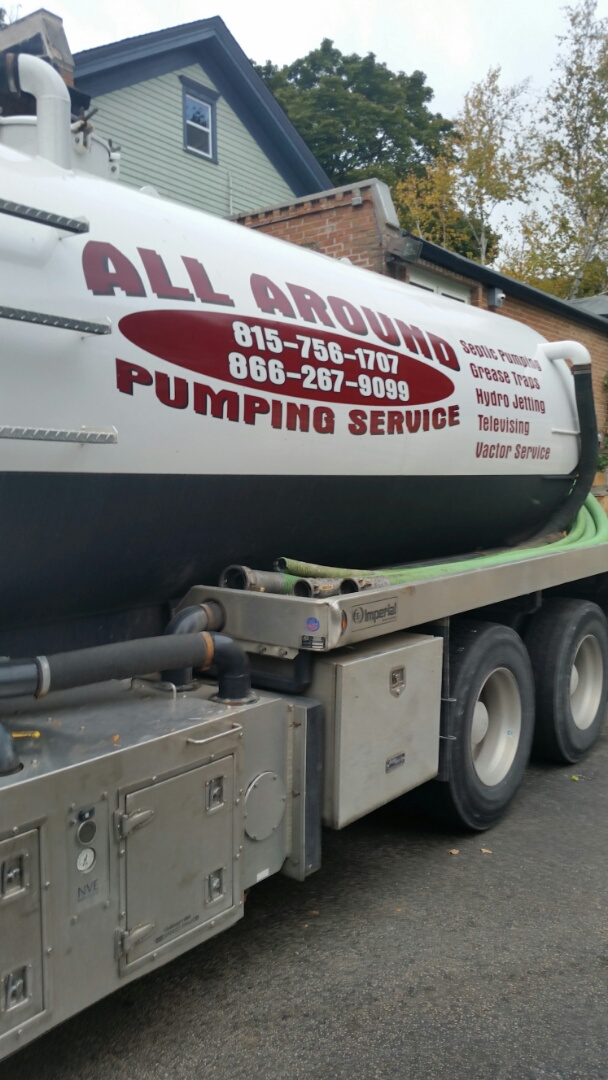 Streamwood, IL - Pumping inside grease trap