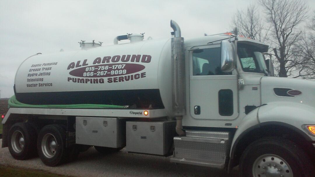 Lee, IL - Pumping septic tank