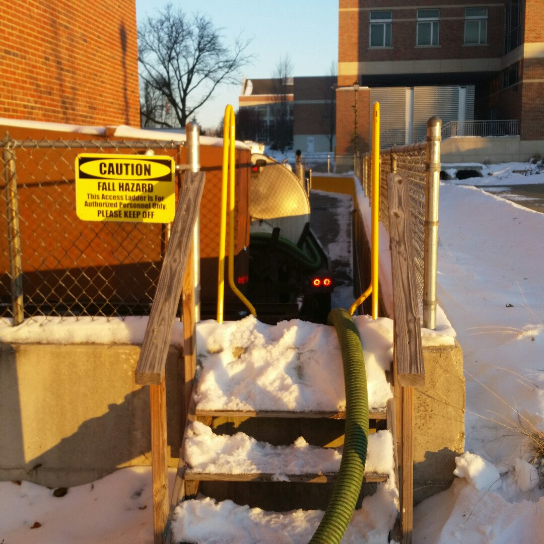 Wheaton, IL - Pumping outside grease trap