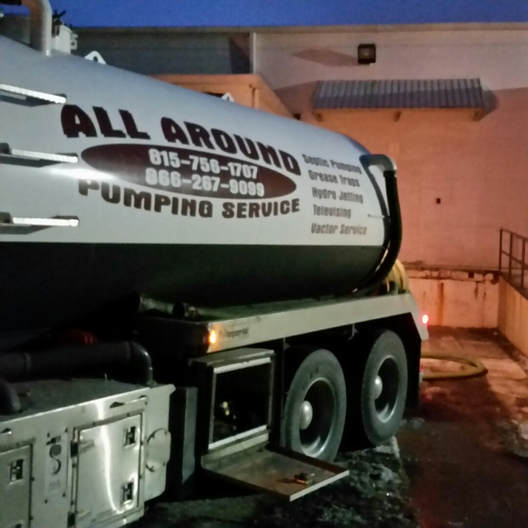 Elgin, IL - Pumping outside grease trap