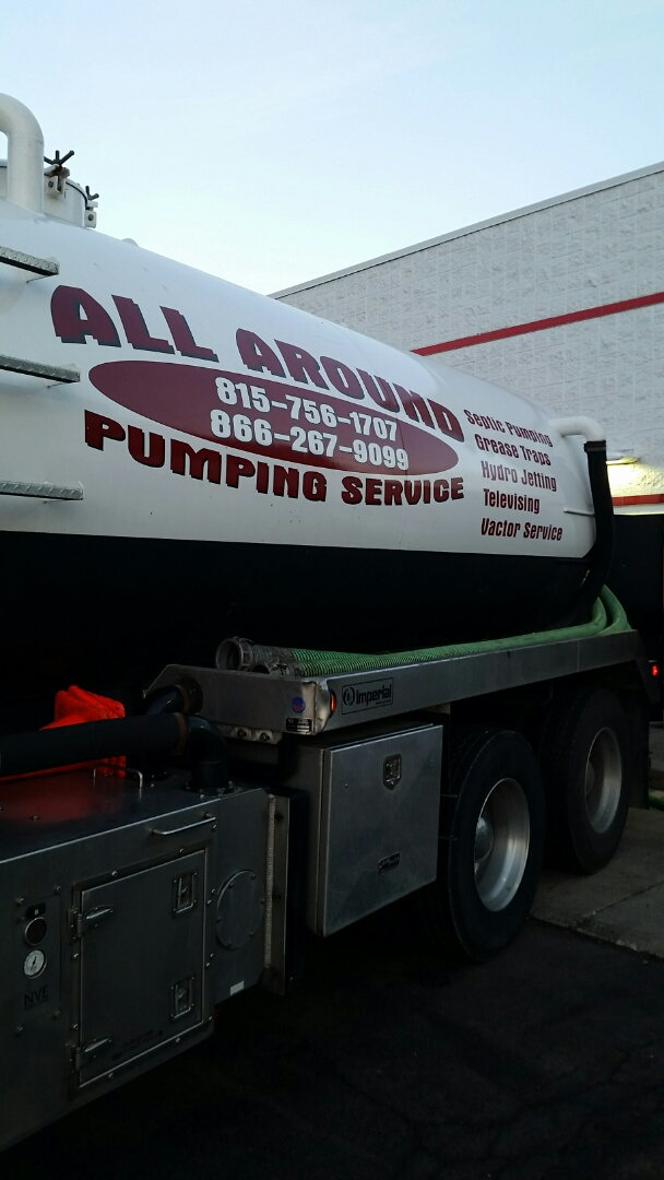 Waukegan, IL - Pumping inside grease trap
