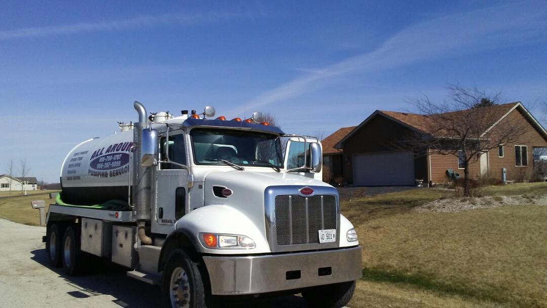 Kirkland, IL - Pump and clean septic tank