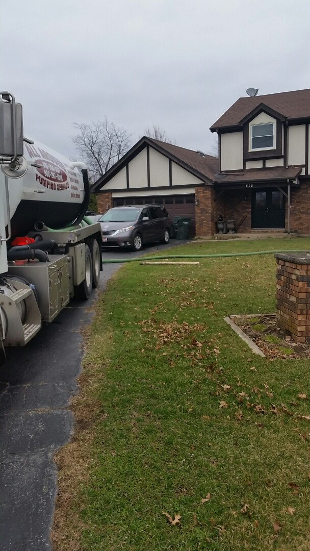 Yorkville, IL - Pumping septic tank