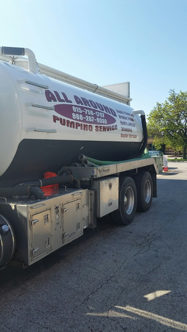 Franklin Park, IL - Pumping inside grease trap