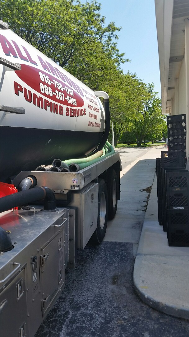 Orland Park, IL - Pumping inside grease trap