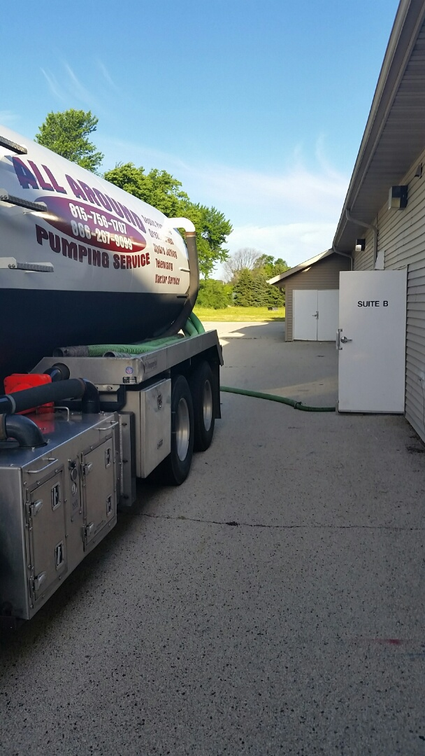 Sycamore, IL - Pumping inside grease trap