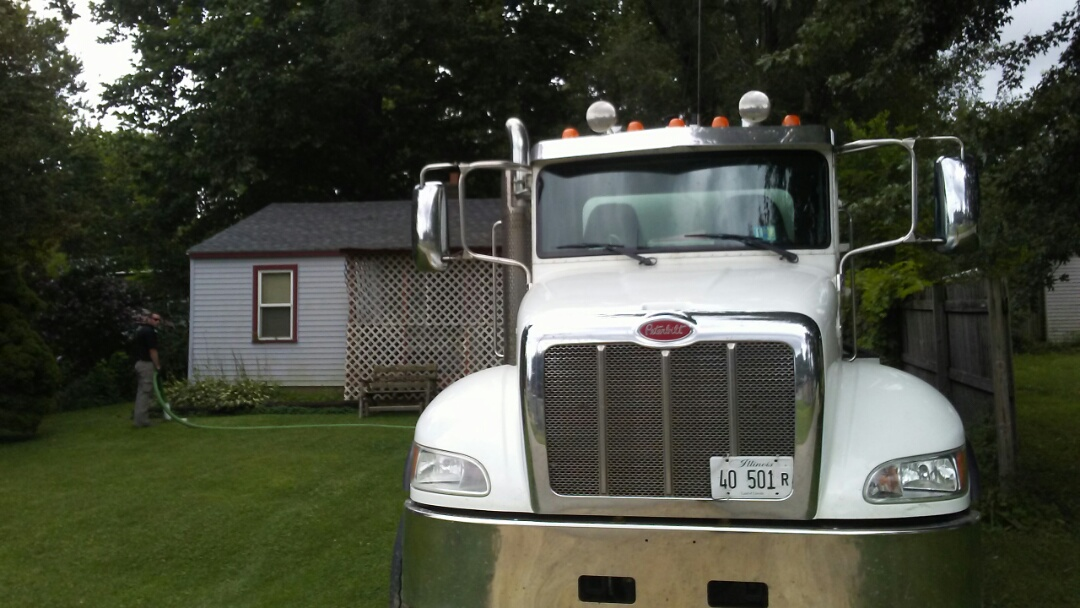 Rockford, IL - Pump and clean septic tank